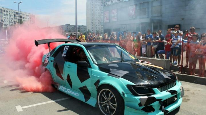Фестиваль скорости в Волгограде: рев моторов, визг тормозов и горящие покрышки