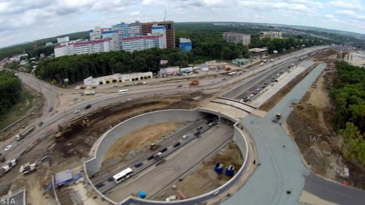 Видео с коптера: как ездят машины по тоннелю на Московском/Ракитовском шоссе