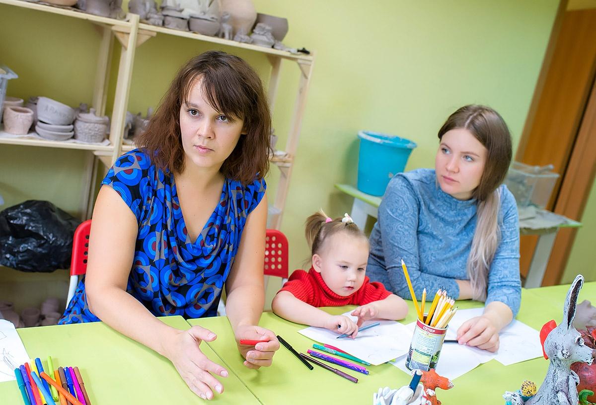 Художницы надеются, что в школе будут много времени проводить со своими детьми