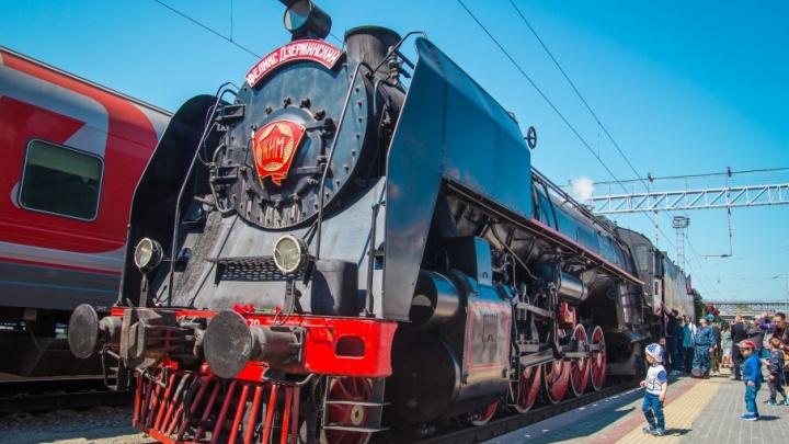 В Ростов прибыл старинный поезд времен Великой Отечественной (фоторепортаж)
