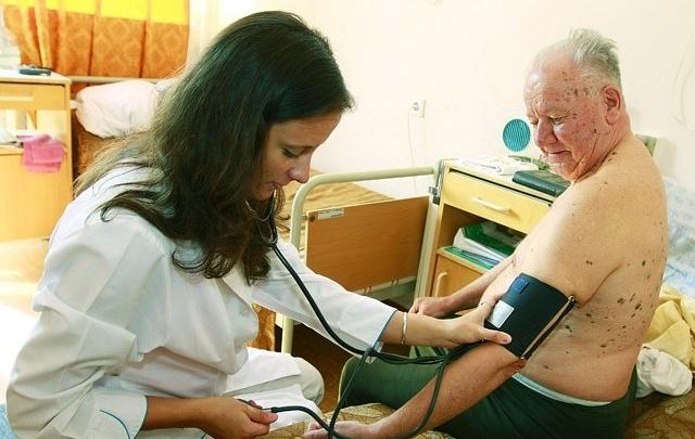 Медведев поручил минздраву увеличить продолжительность жизни россиян до 76 лет