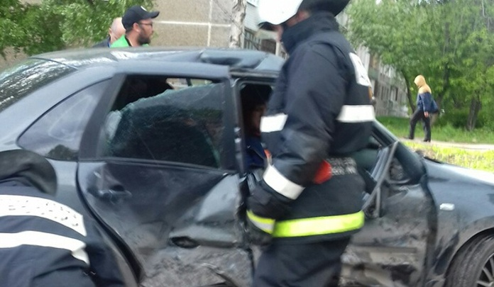 В Перми у строящегося зоопарка столкнулись две машины: пострадала беременная женщина