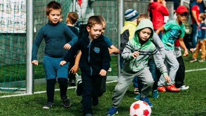 Турнир среди малышей, выступления фристайлеров и мяч-гигант: тюменцев приглашают на День футбола
