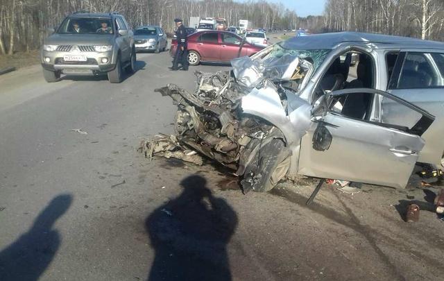 Под Тюменью столкнулись три машины: погиб мужчина