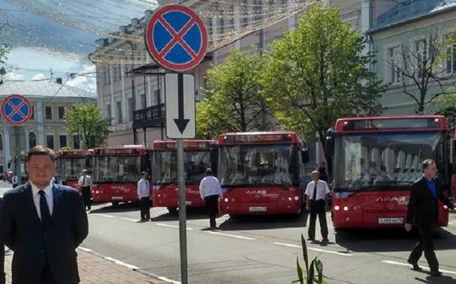 Водители в униформе и красные ЛИАЗы: в Ярославле появились новые автобусы