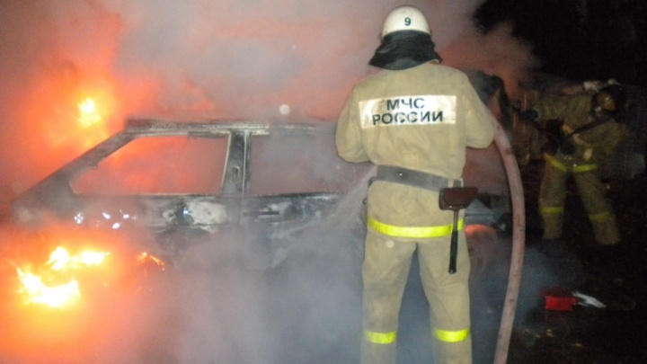 В Северодвинске «Жигули» сгорели из-за небрежности хозяина