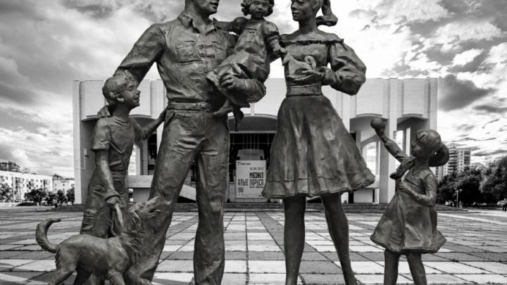 Голосуем: пермякам показали варианты скульптуры «Счастливая семья», которую поставят у Театра-Театра