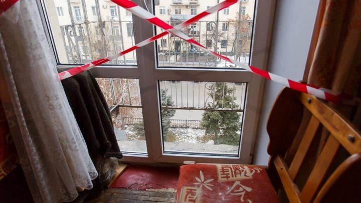 В Волгограде на Первомай двухлетний малыш выпал из окна