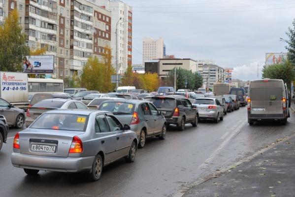 За счет автовладельцев чиновники планируют пополнить дорожный фонд на 265 миллионов рублей