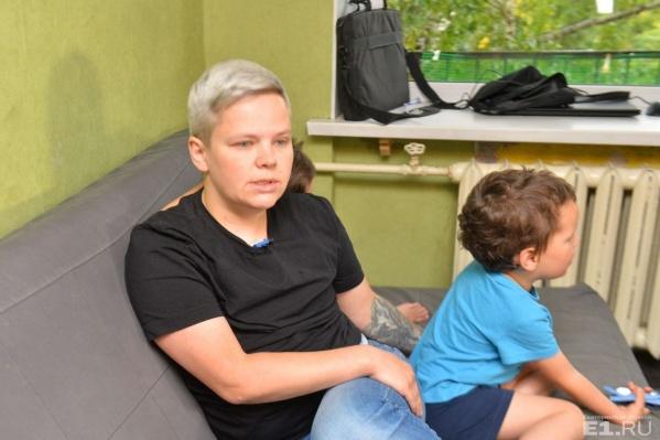 Юлия Савиновских со своими родными детьми