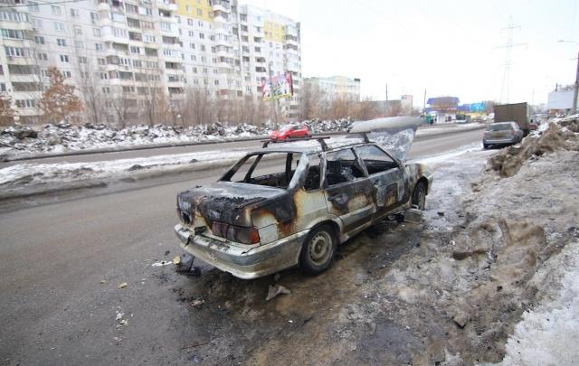 В Самаре на улице Советской Армии выгорел ВАЗ-2115