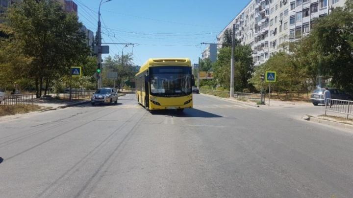 78-летний пенсионер попал в больницу после падения в автобусе №77 в Волгограде