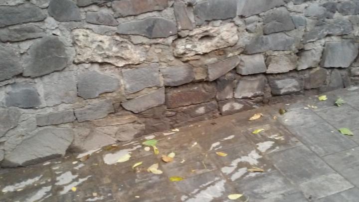 Ростовчане пожаловались на канализацию, заливающую дворы домов в переулке Семашко
