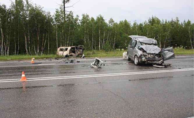 Водитель скорой получил сильные ожоги после аварии с легковушкой на южноуральской трассе