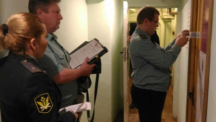 Приставы арестовали магазин в Ярославле за долги хозяина