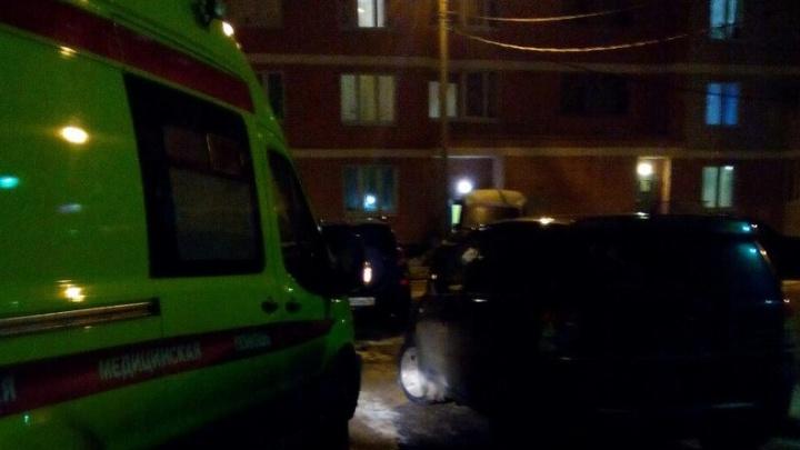 В Ярославле из-за припаркованных машин скорая не смогла подъехать к потерявшему сознание ребёнку