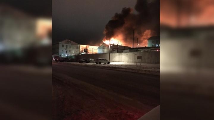 Трехэтажное здание тушили час: что известно о пожаре в колонии Соликамска