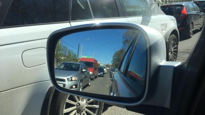 Два проспекта в Ярославле встали в громадную пробку и не двигаются