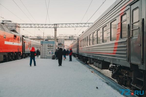 Пока пассажиры пользуются советским мостом, который не оборудован лифтами