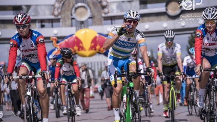В Тюмени от Цветного бульвара стартовал шестой этап ультрамарафонской шоссейной велогонки