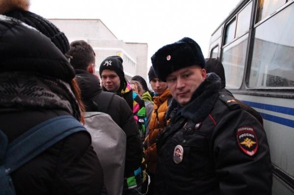 Полиция и активисты