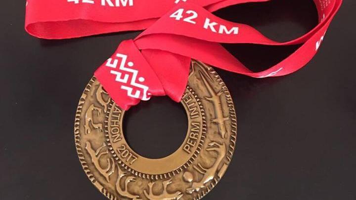 Для Пермского марафона сделали медаль по эскизу скульптора Рустама Исмагилова