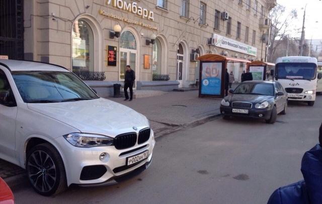 «Паркуюсь как чудак – 6»: фотоподборка 161.ru неправильной парковки на Садовой