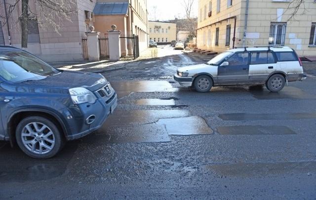 В центре города станет меньше ям: где отремонтируют дороги