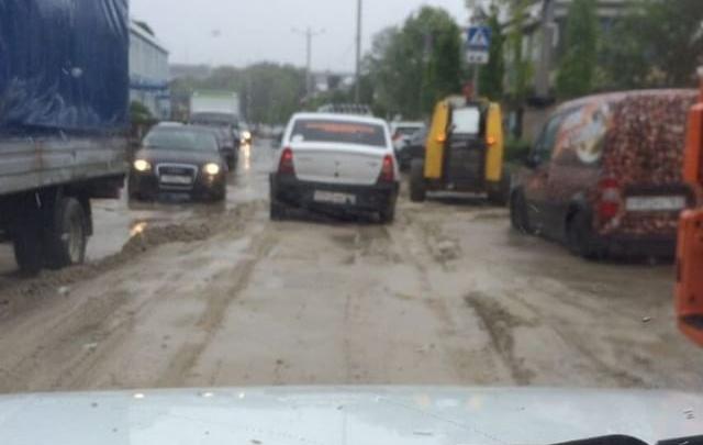 Наносной песок убирают с ростовской набережной