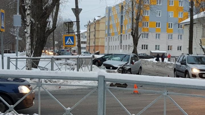 В Северодвинске произошло тройное ДТП со участием скорой