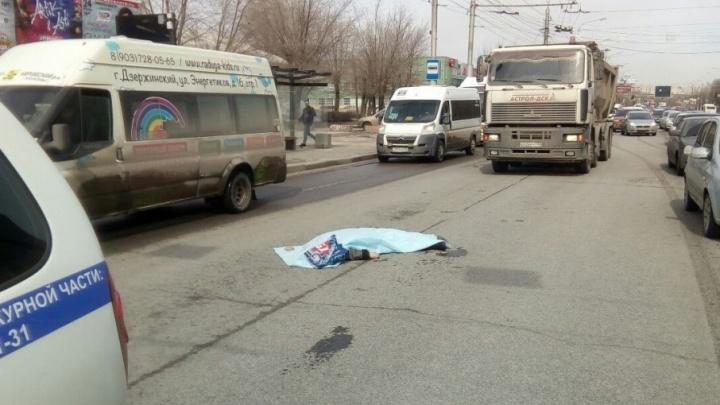 На проспекте Ленина в Волгограде гружёный щебнем МАЗ раздавил женщину