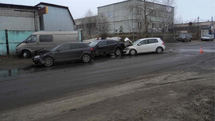 В Ломоносовском округе произошло ДТП с участием четырех машин