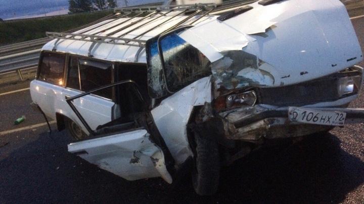 В Тюмени виновник столкновения двух машин с катком и асфальтоукладчиком сбежал с места ДТП