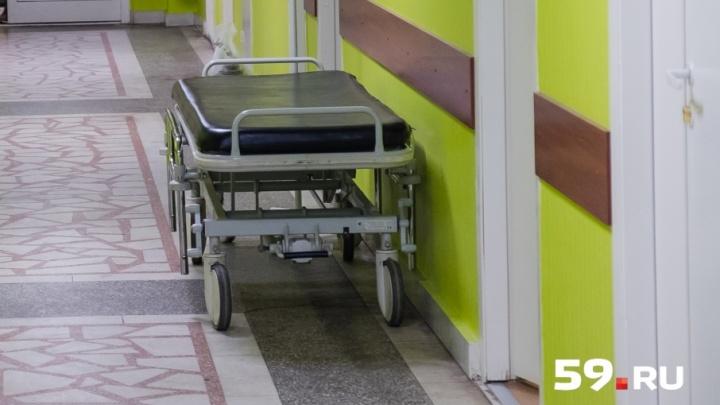 «Перелом будет срастаться полтора месяца»: подростка, упавшего с моста в Чусовом, перевели из реанимации