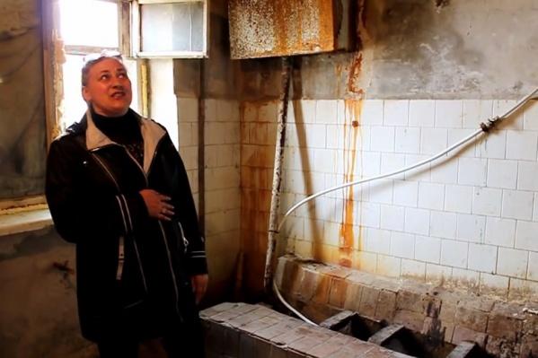 Это, шутят жильцы общежития, их ванная комната со всеми удобствами