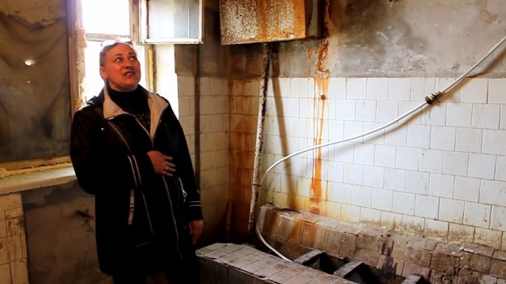 Жильцы общежития под Волгоградом платят баснословные деньги за жизнь в грязи и плесени