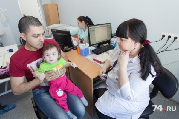 К поликлинике на Академика Сахарова, 13а уже прикрепили 7,5 тысячи маленьких челябинцев