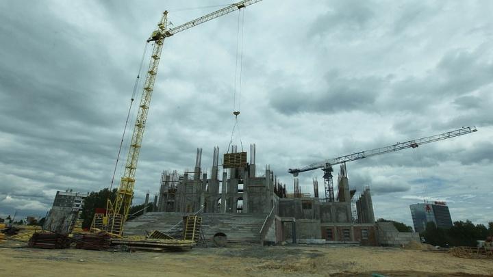 За месяц кафедральный собор Челябинска поднялся до 15 метров
