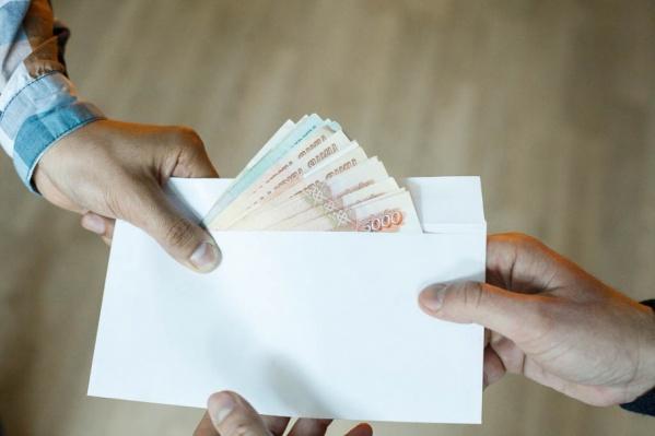 Коммерческая фирма платила директору компании «Кургантехинвентаризация» за выгодные контракты