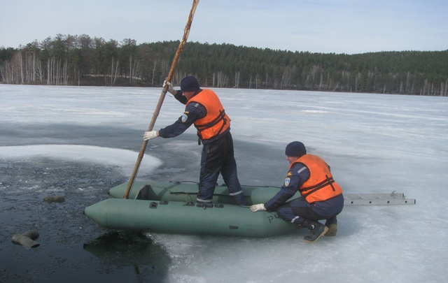 Южноуралец провалился под лед, катаясь по озеру на квадроцикле