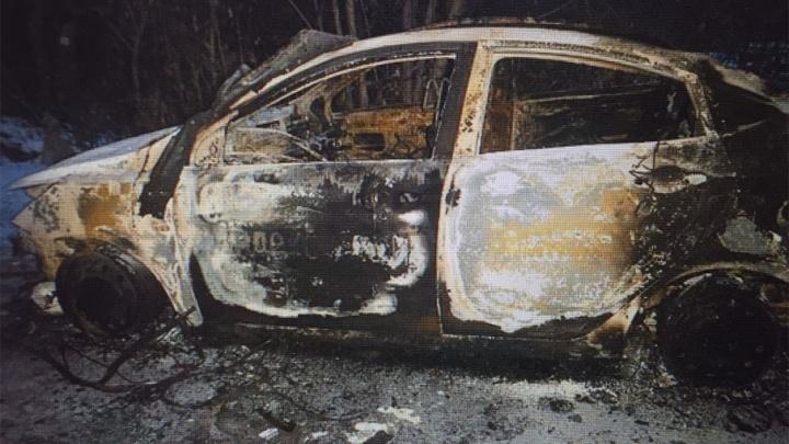 Трое южноуральцев угнали и сожгли иномарку «Яндекс.Такси»