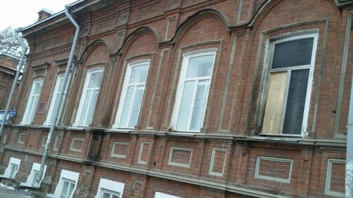 Оплавилась техника, закоптились стены: в Перми ищут поджигателя здания в центре города