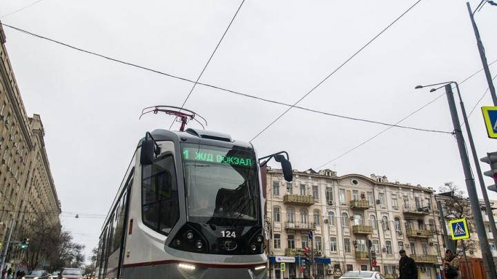 Из-за ливня оказались заблокированы два трамвая на Привокзальной площади