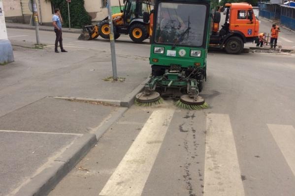 В Ростове подмели и помыли улицы