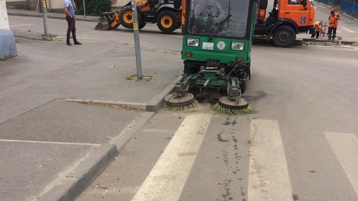 Санитары города: в Ростове помыли улицы и покосили траву