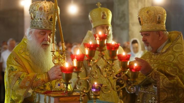 В строящемся соборе Александра Невского в Волгограде отслужили первую литургию