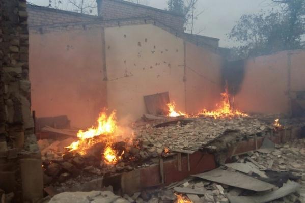 Тушением дачных поселков на окраине города-спутника руководит лично мэр Волжского Игорь Воронин