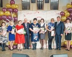 Лукойловцы поздравили коллег с 8 Марта