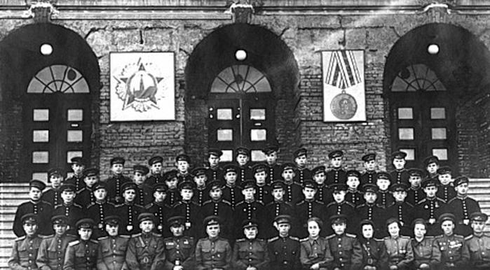 В 1948 году состоялся первый выпуск суворовцев.