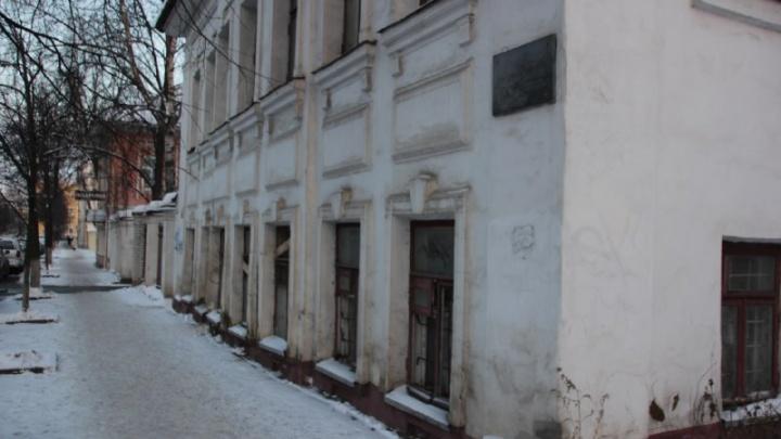 Мэрия Ярославля пообещала спасти дом-памятник, в котором поселились бомжи